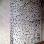 Particularité de cette ferme de la vallée de la Moselle : les murs sont construits en galets.